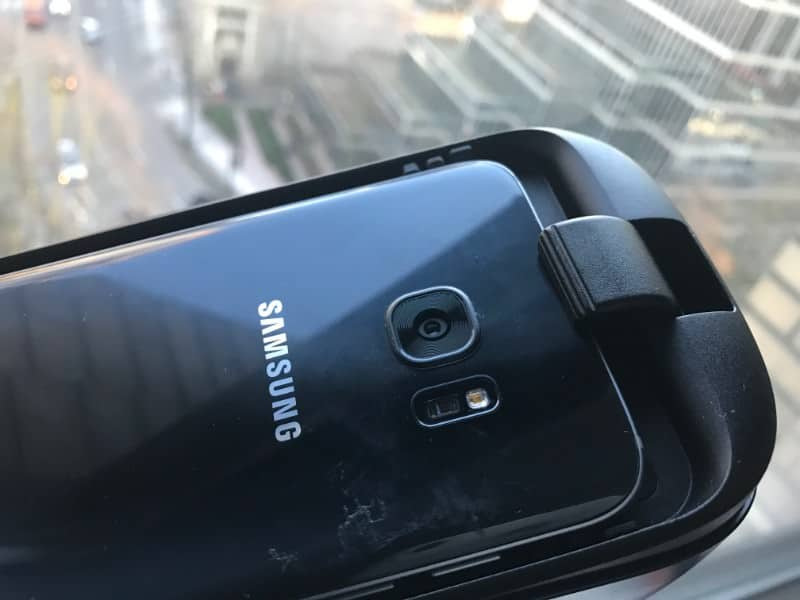 Another photo of the Samsung mobile phone attached to Samsung Gear VR
