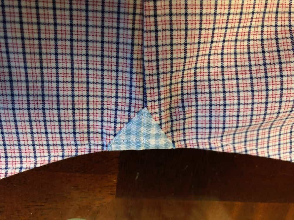 Close-up photo fo the bottom side seam for Banana Republic men's slim fit dress shirt.