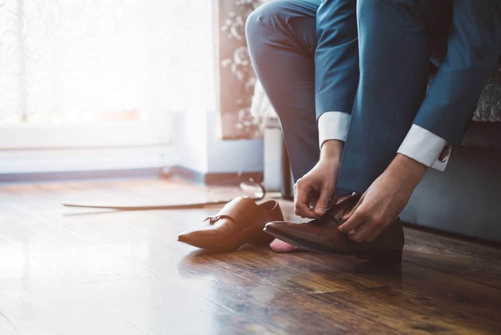Businessman dressing up with elegant shoes.