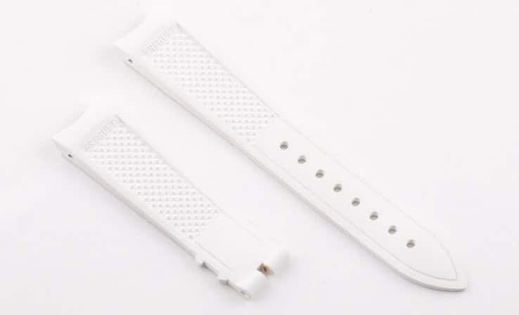 A pair of white waffle straps.